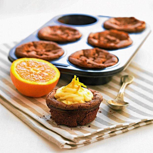 Babeczki czekoladowe z kremem pomarańczowym