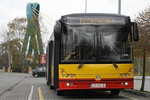 http://bi.gazeta.pl/im/18/95/f0/z15766808M,Prezentacja-jednego-z-autobusow--ktory-beda-jezdzi.jpg