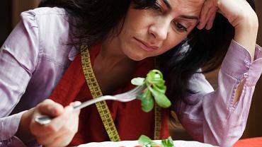 Nie lubisz zdrowego jedzenia ze względu na jego smak? Naukowcy znaleźli sposób, który pomoże ci je polubić
