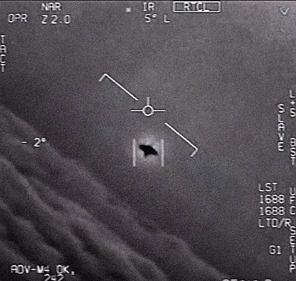 Niezidentyfikowany obiekt 'ścigany' przez dwóch pilotów marynarki wojennej USA (2004)