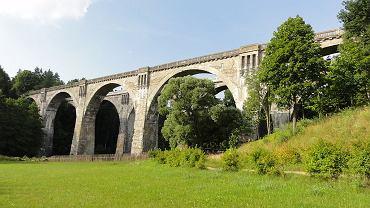 Zabytkowe mosty zobaczyć można w niewielkich Stańczykach