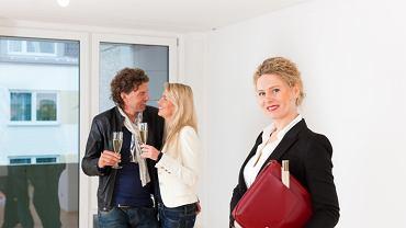 Zakup mieszkania to poważna decyzja związana z wyborem lokum przynajmniej na kilka lub kilkanaście lat, a nierzadko na całe życie