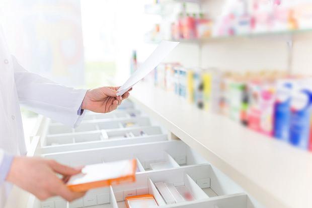 Czy farmaceuta powinien ostrzec o efektach ubocznych suplementu diety?