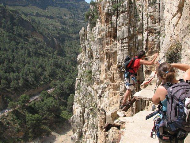 El Caminito del Rey - najbardziej przerażająca trasa górska zostanie ponownie otwarta [HISZPANIA]
