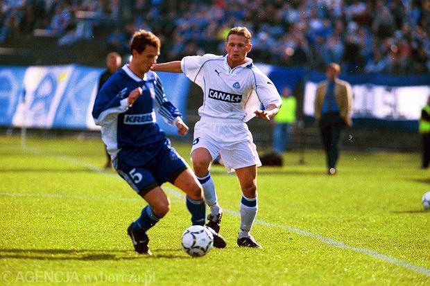 Marcin Rosłoń (z lewej) w barwach Lecha Poznań podczas meczu z Ruchem Chorzów (2000)