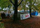 Miasteczko namiotowe przed Sejmem: protestuj� w deszczu