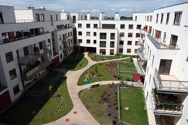 Mieszkania w 2013 r.: deweloperzy si� pomylili, ceny spad�y, a kredyty stania�y