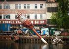 Prawie stuletni statek-latarnia le�y na dnie stoczniowego basenu i niszczeje