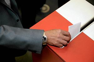 Projekt ws. zakazu publikacji sonda�y na 7 dni przed wyborami przeszed� do dalszych prac komisji