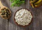 Dietetyczny sos tatarski bez majonezu - pyszny i lekki dodatek do potraw [PRZEPISY]