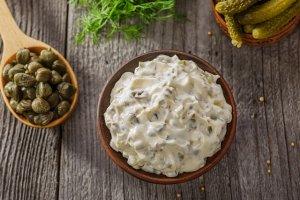 Dietetyczny sos tatarski bez majonezu - pyszny i lekki dodatek do potraw