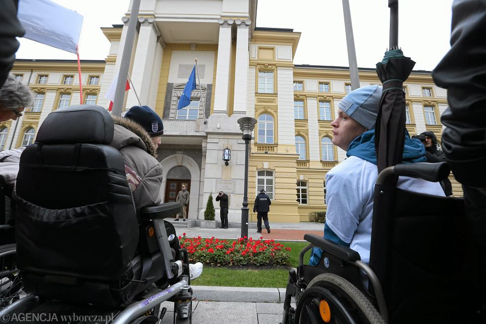 Protest rodziców niepełnosprawnych dzieci pod Kancelarią Prezesa Rady Ministrów, Warszawa, 23.10.2014