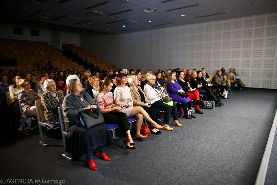 Wydarzenie 'Kobiety wiedzą co robią', panel pt. 'Osiędbanie' - jak zadbać o samą siebie, inne kobiety i cały świat?