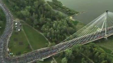 Ruszy� Orlen Warsaw Marathon. Morze ludzi na Mo�cie �wi�tokrzyskim. 20 tys. na starcie!
