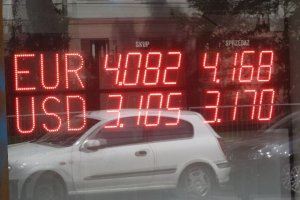 Euro potanieje, dolar podro�eje. A z�oty? Ekspert: Polski z�oty pozostanie stabilny