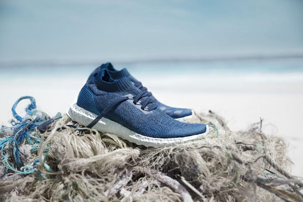 Buty Adidasa z oceanicznych śmieci