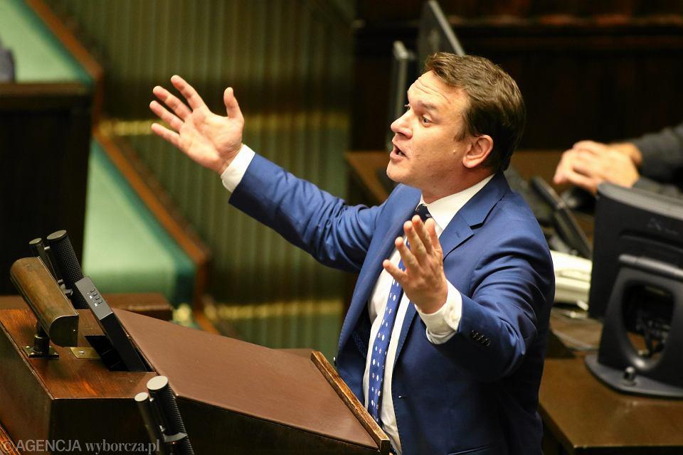 Poseł PiS Dominik Tarczyński ps.'Jenot' podczas debaty. Sejm, 18 lipca 2017