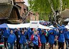Marsz �ywych w by�ym niemieckim obozie Auschwitz