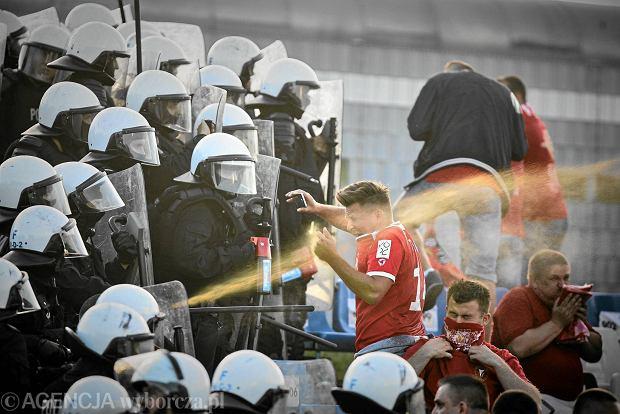 Interwencja policji podczas meczu: Widzew Łódź - Mechanik Radomsko, Łódź, 18.06.2016