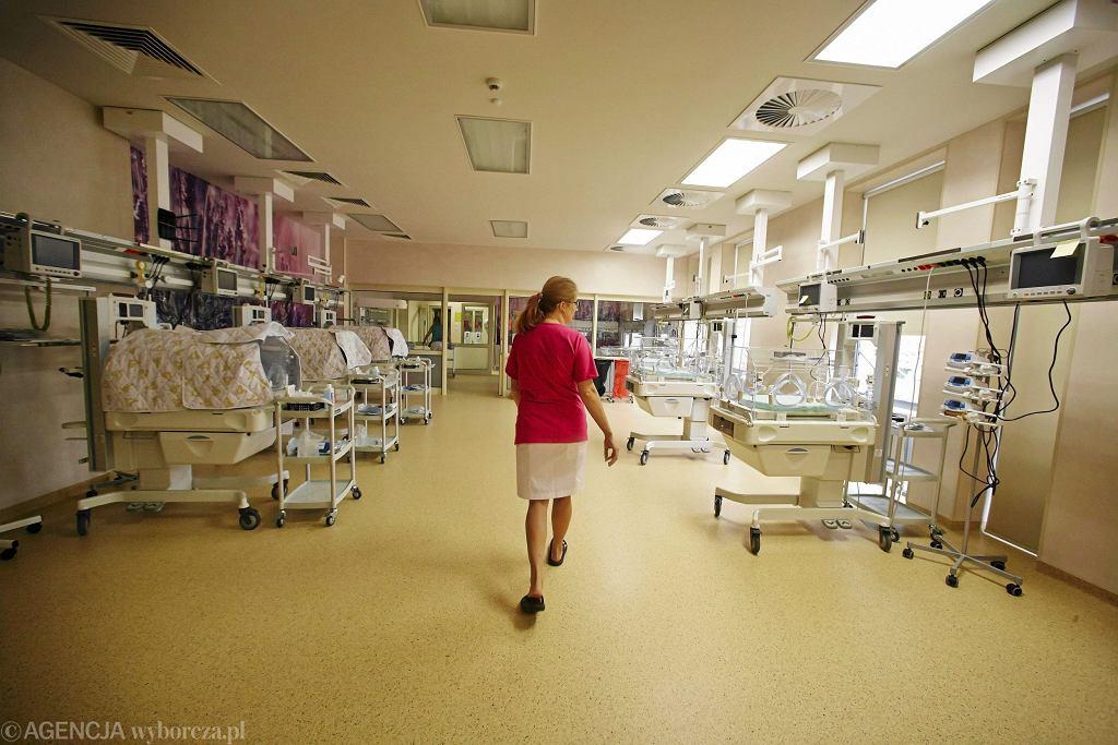 Pielęgniarki na OIOM-ie pełnią 12-godzinne dyżury (fot . Marcin Stępień / Agencja Gazeta / zdjęcie ilustracyjne)