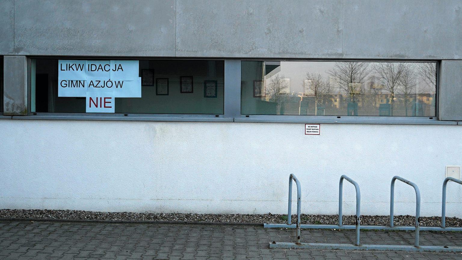 Akcja protestacyjna przeciwko likwidacji gimnazjum w miejscowości Skorzewo
