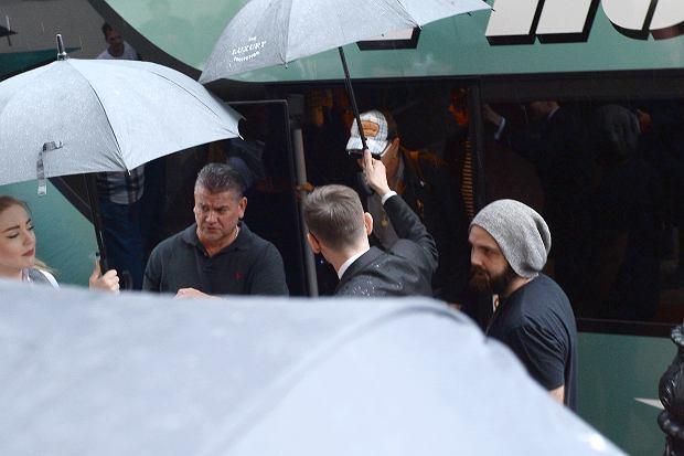 Zdjęcie numer 5 w galerii - Johnny Depp już w Polsce! Mamy zdjęcia z jego przybycia. 12 czerwca zagra koncert na warszawskim Torwarze
