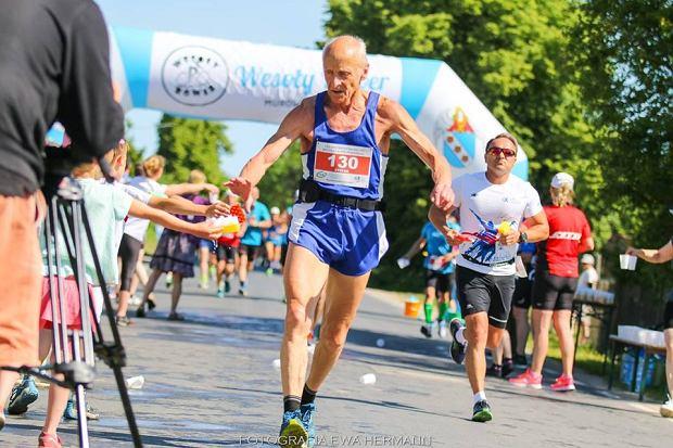 27febd92 Stefan Dobak, biega już blisko 56 lat. W wieku 71 lat deklasuje biegaczy w