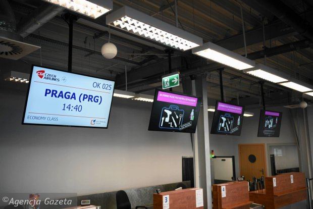 Nie było chętnych na lot do Pragi. Przyleciały tylko trzy osoby