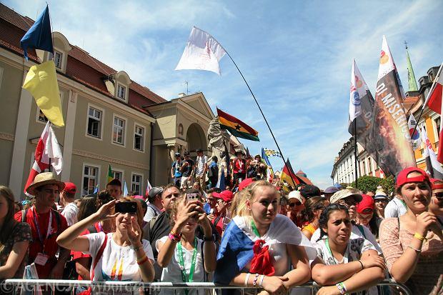Oszuści z Krakowa mają nową metodę. Wykorzystują naiwność pielgrzymów z ŚDM