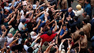 Erdogan fetowany przez zwolenników zaraz po oddaniu głosu