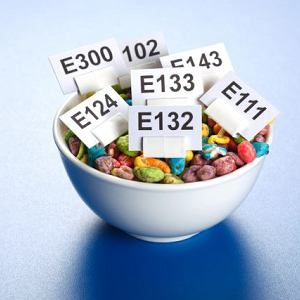 E 104 - nie dla uczulonych na aspiryn�, E 220 - gro�ny dla astmatyków. Na jakie E dodatki powinni�my uwa�a�?