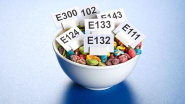 Barwniki, polepszacze, konserwanty - czy substancje dodatkowe w żywności szkodzą?