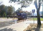 Tychy: Starcia z kibolami. Policja użyła armatek wodnych, pałek i granatów hukowych. Są zatrzymani
