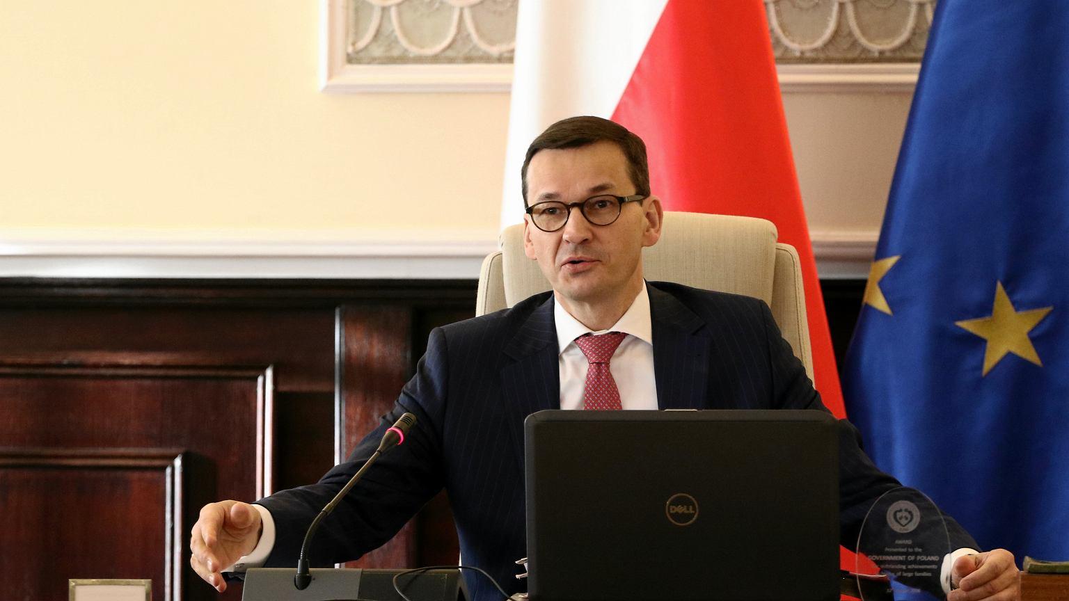 Zamach Na Meczet Facebook: Premier Morawiecki Tłumaczy Zagranicznym Dziennikarzom