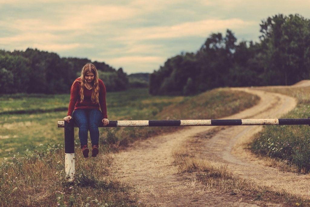 Ludzie przeżywają bardzo trudne doświadczenia w zupełnej samotności (fot. pixabay.com)