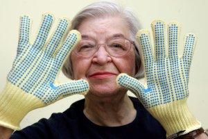 Zmar�a Stephanie Kwolek - wynalazczyni kewlaru w dzieci�stwie szy�a ubrania dla lalek