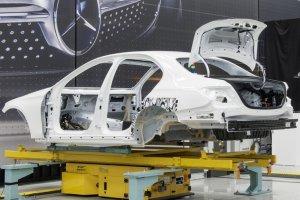 Mercedes chce zbudowa� w Polsce fabryk�. Musimy pokona� Rosj�