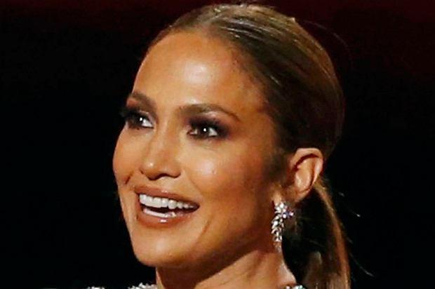 Jennifer Lopez zdobyła swoją pierwszą nagrodę People's Choice Award! Odbierając ją, zrobiła wrażenie nie tylko spektakularną kreacją, ale też poruszającą przemową.
