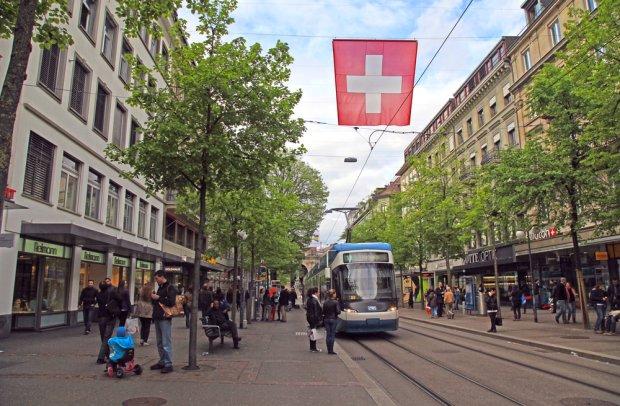 Zurych jest miastem tramwajów. Jego sprawna komunikacja miejska stanowi wzór dla całej Europy. Fot. InnaFelker / shutterstock.com
