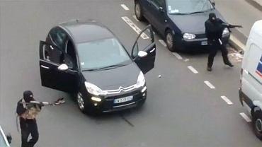 Napastnicy porywają samochód, żeby uciec - nagranie udostępnione przez świadka