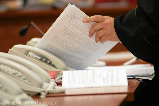 Sąd rozłączył byłego proboszcza z Bielaw z jego życiową partnerką