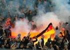 Liga Mistrz�w. Rosyjscy kibole spalili niemieck� flag�