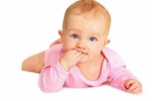 Jak się rozwija niemowlę - piąty miesiąc życia