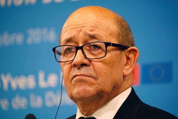 W sprawie przetargu Caracali i sprzedaży Mistrali wypowiedział się oburzony minister obrony Francji Jean-Yves Le Drian