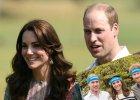 Ksi�na Kate, ksi��� William i ksi��� Harry pozuj� do zdj�cia. Ma by� powa�nie, ale... Takich ich