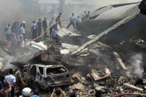 Indonezja: wojskowy samolot spad� na hotel i domy. Prawdopodobnie jest ponad 100 ofiar
