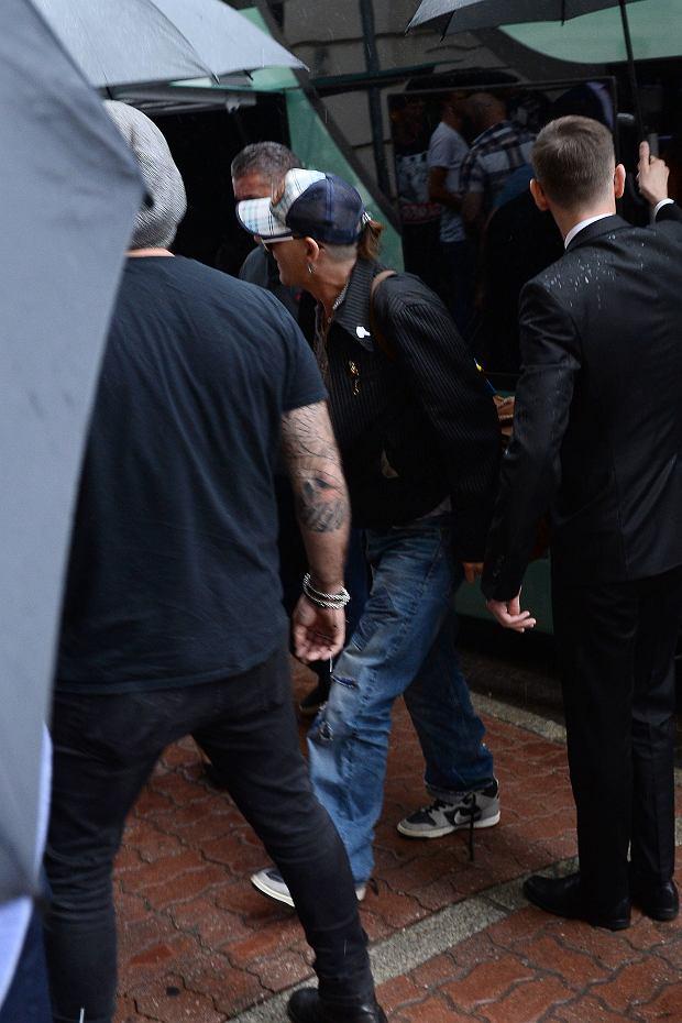 Zdjęcie numer 20 w galerii - Johnny Depp już w Polsce! Mamy zdjęcia z jego przybycia. 12 czerwca zagra koncert na warszawskim Torwarze