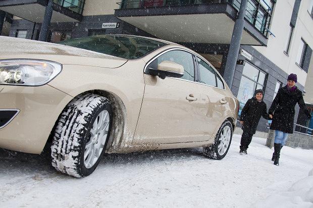 Opony zimowe - jak kupuj� Polacy?