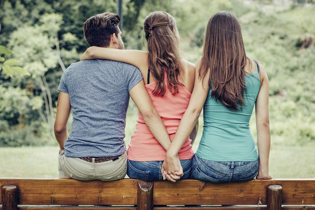 Badania wskazują, że mężczyźni częściej dopuszczają się zdrady z kobietami o mniejszych walorach intelektualnych czy fizycznych niż ich żony; zdjęcie ilustracyjne (fot. Cyano66 / iStockphoto.com)