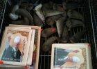 Papie� z bursztynu, ceramiczne foczki, drewniane kotwiczki. Polska w wakacje tandet� stoi? [WASZE ZDJ�CIA]